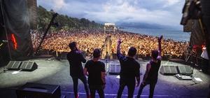 Kuşadası Gençlik Festivali Sona Erdi 5 gün boyunca 70 konser gerçekleştirilen festival 200 bin müzikseveri ağırladı