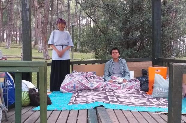 Parktaki çardak anne ve oğluna ev oldu Parktaki çardağı 16 gün boyunca kendilerine ev yaptılar
