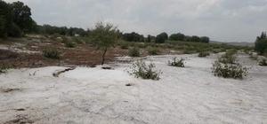 Denizli'de dolu tarım arazilerinde zarara yol açtı