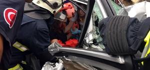 Antalya'da otobüs, otomobil ile çarpıştı: 3 yaralı Araçta sıkışan yolcu itfaiye ve sağlık ekipleri tarafından kurtarıldı