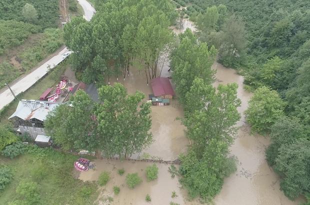 Selin vurduğu Düzce havadan görüntülendi Vatandaşlar, çamur içinde kalan evleri boşaltmaya başladı