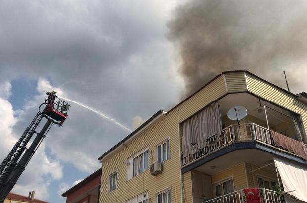 Sacda yufka ekmeği yapılan binanın çatısında yangın çıktı