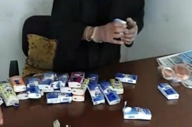 Dilenerek topladığı parayı kağıt mendilin arasına saklamış