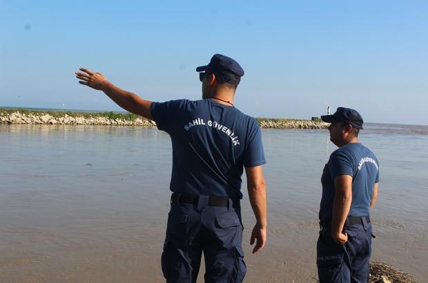 Selin vurduğu Düzce'de kaybolan 7 kişinin arama çalışmaları sürüyor Helikopterler havadan, Sahil Güvenlik ekipleri dürbünlerle denizi tarıyor