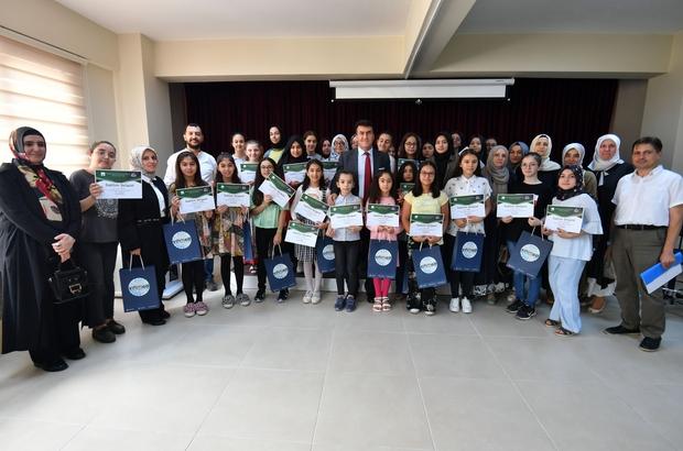 Osmangazi'de gençler hünerlerini sergiledi Başkan Dündar öğrencilere sertifikalarını verdi