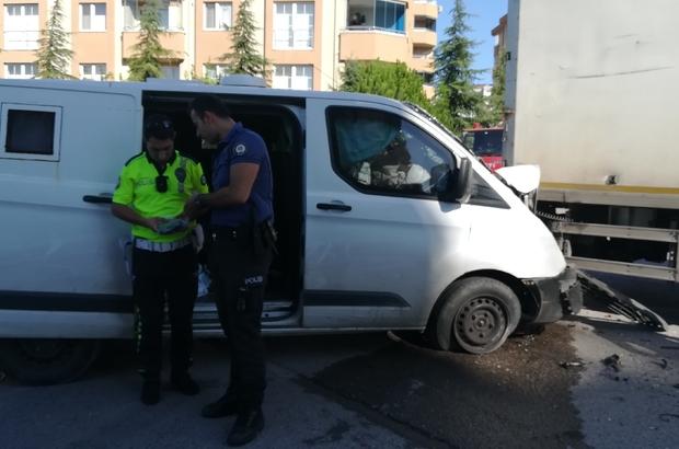 Para nakil aracı kamyon ile çarpıştı: 3 yaralı