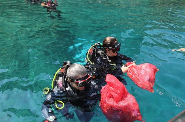 Dünya Kadınlar Dalış Günü'nde ilk kez denize dalıp deniz dibini temizlediler