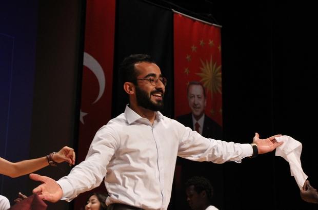 """(Özel) Gönül elçileri Türkiye'den aldıkları eğitimi ülkelerine aktarmak istiyor Anadolu TÖMER öğrencileri, eğitimlerini tamamlayıp ülkelerine hizmet etmek için çabalıyor Afganistan'dan eğitim için gelen Muhammed Asıf: """"Yüksek lisans bittikten sonra ülkeme dönüp hizmet edeceğim"""" Tanzanyalı Rahim Nditi: """"Okulum bitince ülkeme döneceğim, çünkü ülkemde farklı hastalıklar var"""""""