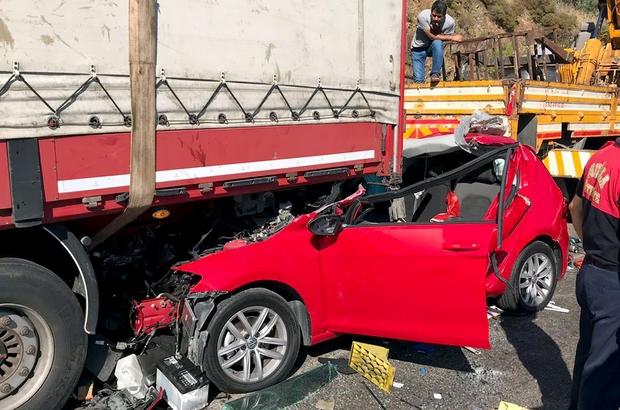 Akılalmaz kazadan sağ kurtuldular Muğla'nın Milas ilçesinde kamyon dorsesinin altına giren araçta bulunan iki kişi itfaiye ekipleri tarafından sıkıştıkları yerden kurtarılarak 112 ekiplerine teslim edildi.