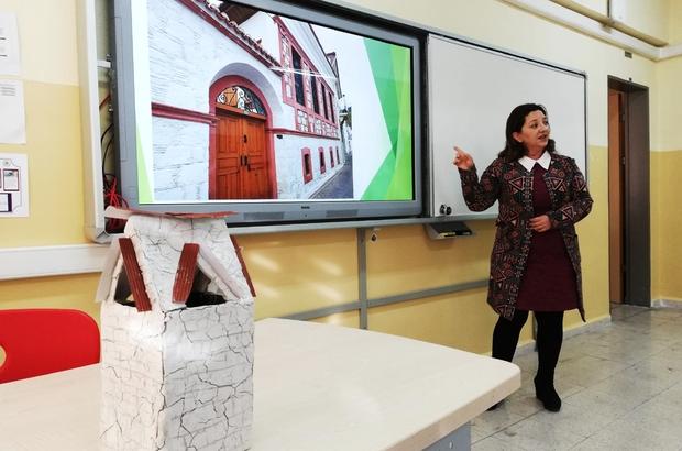 BİLSEM öğrencilerine Muğla öğretiliyor Muğla Bilim ve Sanat Merkezi tarafından öğrencilerine Muğla'nın tarihi, kültürü, edebiyatı, bilimi ve sanatı ilkokul ikinci sınıftan itibaren ders olarak okutulmaya başlandı.