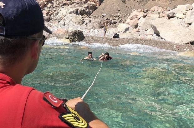 Deniz Kıyısında Mahsur Kalan Tatilcileri JAK Kurtardı