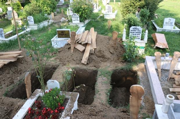 Selde hayatını kaybeden anne ve 2 kızı son yolculuklarına uğurlandı Bakan Kurum, anne ve kızların cenazesine katıldı Acılı baba, eşi ve çocuklarını öperek son yolculuğuna uğurladı