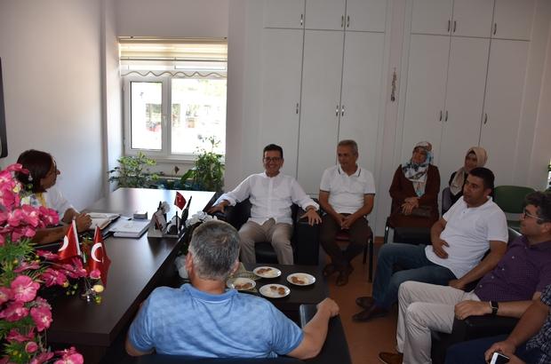 Milletvekili Atay Uslu'nun Kumluca temasları AK Parti Antalya Milletvekili Atay Uslu, Kumluca ilçesinde yapımı tamamlanan projeleri inceledi, kamu kurumlarına ziyaret etti