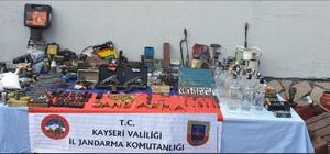 Sarız'da tabanca ve tabanca imalatında kullanılan malzeme yakalandı