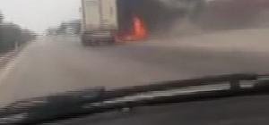 Adana'da çarpışan tır ve kamyon yandı