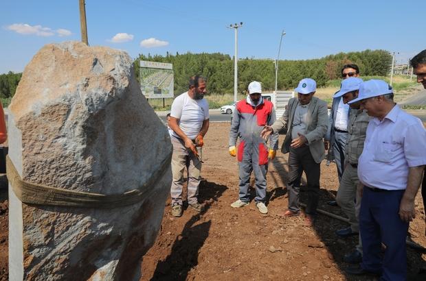 Atık malzemelerden üretilen kültür heykeli, DÜ yoluna yerleştirildi