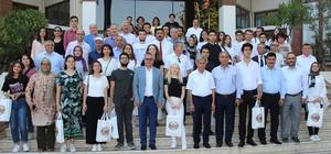 Manisa'nın gururu oldular YKS'de ilk bine giren 44 Manisalı öğrenci Manisa Valisi tarafından başarı belgesi ve çeşitli hediyelerle ödüllendirildi