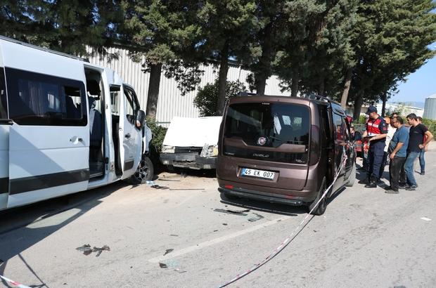 Manisa işçi servisi hafif ticari araçla çarpıştı: 16 yaralı