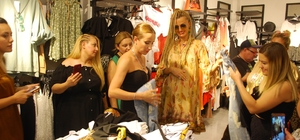 Tuğba Özay, Salihli'de butik açılışına katıldı Özay, 'Giyinmeyi seviyorum' diyerek alışveriş yaptı