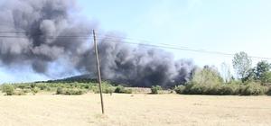 Kula'da katı atık bertaraf tesisinde yangın Yangın dağlık kesime sıçradı Gökyüzünü kara bulutlar kapladı