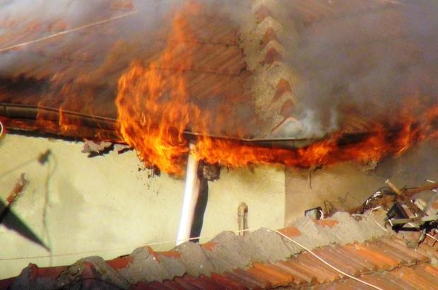 Diyarbakır'da korkutan yangın, 4 katlı bina tahliye edildi