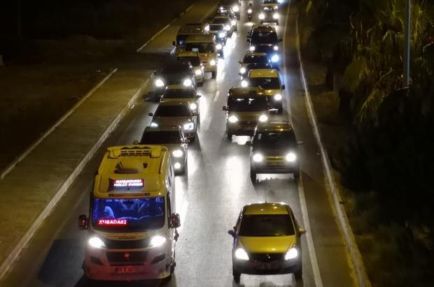 Kuşadası'nda insan seli Kuşadası'nda bayramın üçüncü günü adım atacak yer kalmadı, trafik kilitlendi