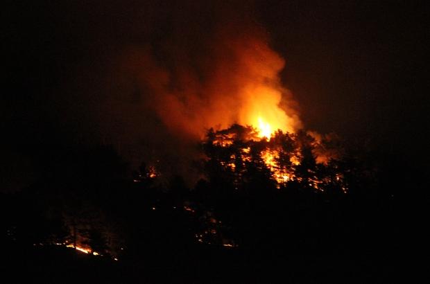 Eskişehir'de yangının olduğu alan çevrelendi Eskişehir'de orman yangını söndürme çalışmaları gece de devam ediyor