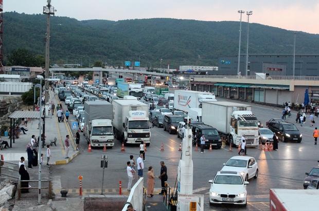 Bayramcıların dönüşü erken başladı İDO 17 gemi ile tatilcileri İstanbul'a taşıyor Bir günde karşılıklı 13 bin araç taşındı