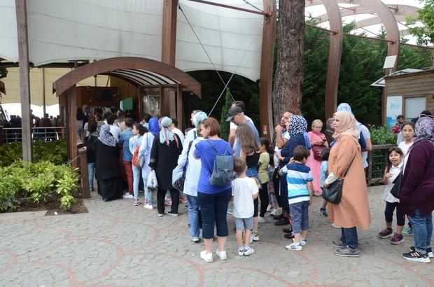 Teleferik için kuyruk oluştu, 40 bin yolcu taşındı Ordu'da Boztepe'ye ulaşımı sağlayan teleferik, Kurban Bayramı'nda yaklaşık 40 bin yolcu taşıdı Teleferiğe binmek isteyen vatandaşlar uzun kuyruklar oluşturdu