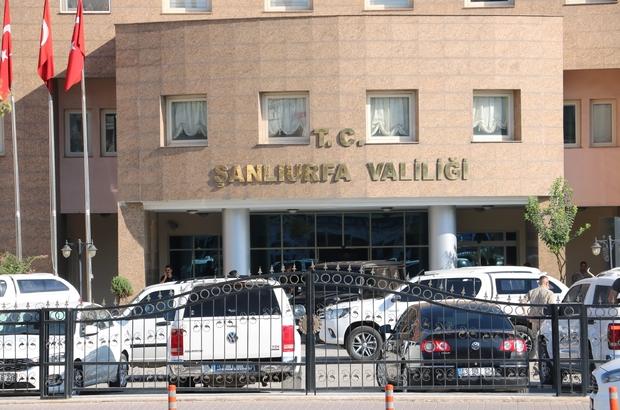 Bakan Akar Şanlıurfa Valiliğini ziyaret etti Bakan Akar 5 saatlik toplantının ardından Şanlıurfa'dan ayrıldı