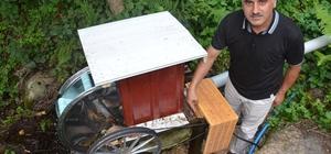'Su'dan bedava elektrik Dere yatağına kurduğu sistemle 12-48 volt arası elektrik üretiyor Düşük bütçe ile kurulan sistemi geliştirmek isteyen Başkan Yardımcısı Yusuf Arıncı, evinin aydınlanmasını 12 volt üzerinden sağlayabiliyor