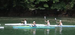 Festival gölün içinde oynanan horonla başladı 3. Hemşin Kültür Sanat ve Tulum Festivali'nin ikinci günü gölün içerisinde oynanan horonla başladı