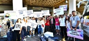 Otobüsten inen öğrenciler şaşkınlıklarını gizleyemedi Üniversiteli gençleri Başkan Soyer karşıladı