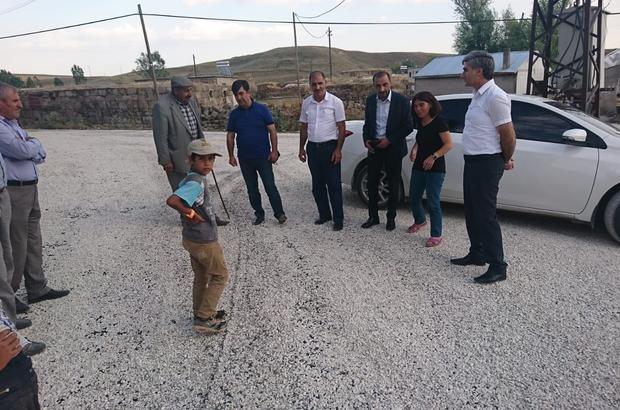 Ahlat'ın köy yollarında asfaltlama çalışması