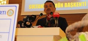 """Bakan Pakdemirli üzüm rekoltesini açıkladı Tarım ve Orman Bakanı Bekir Pakdemirli: """"Tarlada ürün 3 lira ama İstanbul'daki, Göztepe'deki Ayşe teyzenin evinde 12 lira. Olmaması gereken bir şey ama bakıyoruz ki en çok emeği olan kesim en az katma değere sahip oluyor. Bunu tekrar planlayıp programlamamız gerekiyor"""" """"Son bir yıllık bakanlık dönemimde gerçekten buğday, arpa, fındık birçok üründe, çiftçinin artan maliyetlere rağmen memnun olacağı fiyatları açıkladık"""" """"Kuru üzüm rekoltesi 300 bin tonun üzerinde olması bekleniyor"""" """"Üretici her zaman hak ediyor. Eğer bu borsadaki seyir 10 liranın altına düşecek gibi olursa biz devlet olarak TMO olarak girer müdahale ederiz"""""""