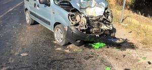 İzmir'de motosiklet ile kamyonet çarpıştı: 1 ölü, 1 yaralı Feci kazada ağır yaralanan motosiklet sürücüsü hayatını kaybetti