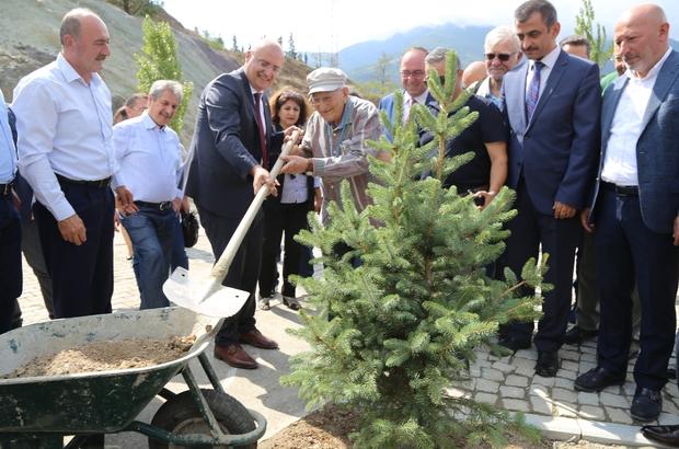 Artvin'de sıra dışı temel atma töreni Botanik Bahçesinde yapılan törende temel atma kapsamında fidan dikimi yapıldı
