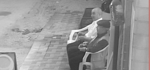 Gece oturup çay içtiler sabah ölüm haberine yıkıldılar Arı sokması sonucu ölen yaşlı adamın son görüntüleri