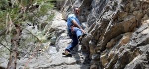 """Bilecik'in tanıtımı için sarp kayalıklara tırmandılar Vali Şentürk ve Tuğgeneral Bulut, sarp kayalıkların yer aldığı zorlu parkurun sonunda kaya tırmanışı gerçekleştir Bilecik Valisi Bilal Şentürk; """"İstanbul'a 2 buçuk, Ankara'ya 3 saat mesafedeyiz, 30 milyonluk nüfusu buraya davet ediyoruz"""" """"200'e yakın tırmanış rotası belirlenmiş olan bir hattayız"""""""