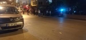 İzmir'de seyir halindeki otomobile ateş açıldı: 1 ölü Husumetlileriyle karşılaşan bir şahıs otomobiliyle seyir halindeyken vurularak hayatını kaybetti