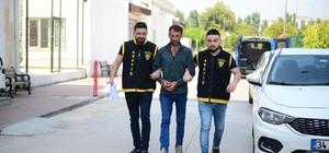 Çaldığı bisikletle pazarcının parasını çaldı Adana'da motosiklet sürerek bisikleti çalıp götüren zanlının bir süre sonra çaldığı bisikletle pazarcının minibüsteki 6 bin 415 lirasını çalıp kaçması güvenlik kamerası tarafından görüntülendi Hırsızlık dedektifleri tarafından yakalanan şüpheli tutuklandı