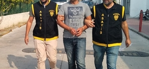 Cezaevinden firar eden hırsız infaz dedektiflerinden kaçamadı Adana'da 5 ayrı hırsızlık olayından 13 yıl 4 ay hapis cezasıyla yattığı cezaevinden kaçan hükümlü infaz dedektifleri tarafından yakalandı
