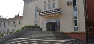 Hasarlı araç dolandırıcılığı zanlıları adliyede Adana'da hasarlı araç ihalesi bahanesiyle dolandırıcılık yaptıkları belirlenen 3'ü kadın 9 kişi adliyeye sevk edildi