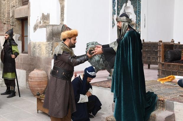 3. Alaeddin Keykubat'ın temsili beratı Söğüt'e gönderildi Sultan 3. Alaeddin Keykubat'ın Osmanlı Devleti'nin kurucusu Osman Bey'e berat göndermesi 721 yıl sonra Konya'da yeniden canlandırıldı