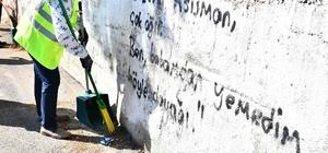 İzmir'de temizlik seferberliği sürüyor Başkan Soyer Karabağlar'daki temizlik çalışmalarına katıldı