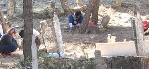 Kale-i Tavas'da 3 bin mezar taşının Osmanlı dönemine ait olduğu belirlendi Pamukkale Üniversitesi, Kale-i Tavas Mezarlığı'nda Türk-İslam dönemine ışık tutan çalışmalarını sürdürüyor