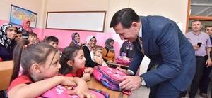 Karatay Belediyesinden okula yeni başlayan öğrencilere hediye