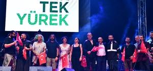 İzmir, orman yangınlarına karşı tek yürek Ünlü sanatçılar, orman yangınlarından zarar gören alanlar için İzmir'de konser verdi
