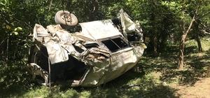 Bitlis'te trafik kazasında ölü sayısı 10'a yükseldi Kazada ölen 10 kişi le yaralanan 8 kişinin kimlikleri tespit edildi Kazada minibüs hurda yığınına döndü