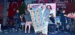 Kınık'ta Öykü Gürman rüzgarı 3. Hasat Festivali sürüyor